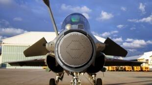 Le nez du «Rafale» démonté pour dévoiler le nouveau Radar RBE2-AESA.